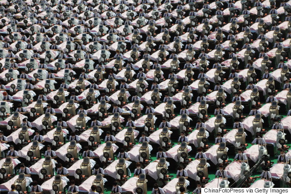 A Thousand People Wearing Facial Mask Hit Guinness Record In Jinan